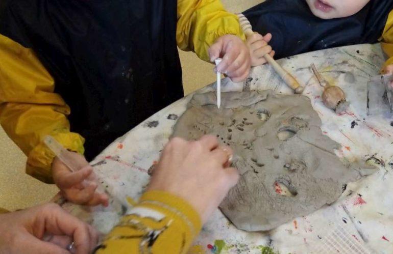 «Atelier sensoriel par l'expression plastique» avec les petits du Relais Assistantes Maternelles